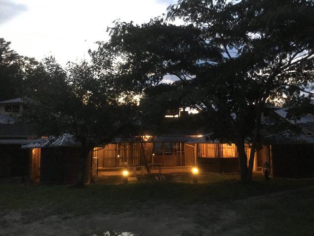保護者や森の幼稚園、研修のために来られた方々のための部屋。オシャレです。